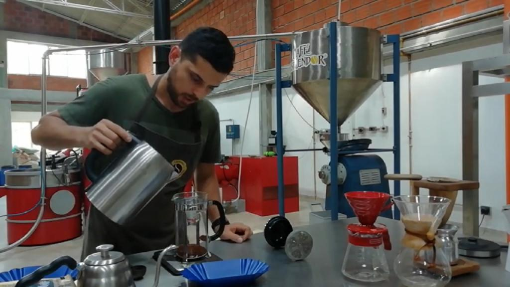 Video: Una taza de café colombiano